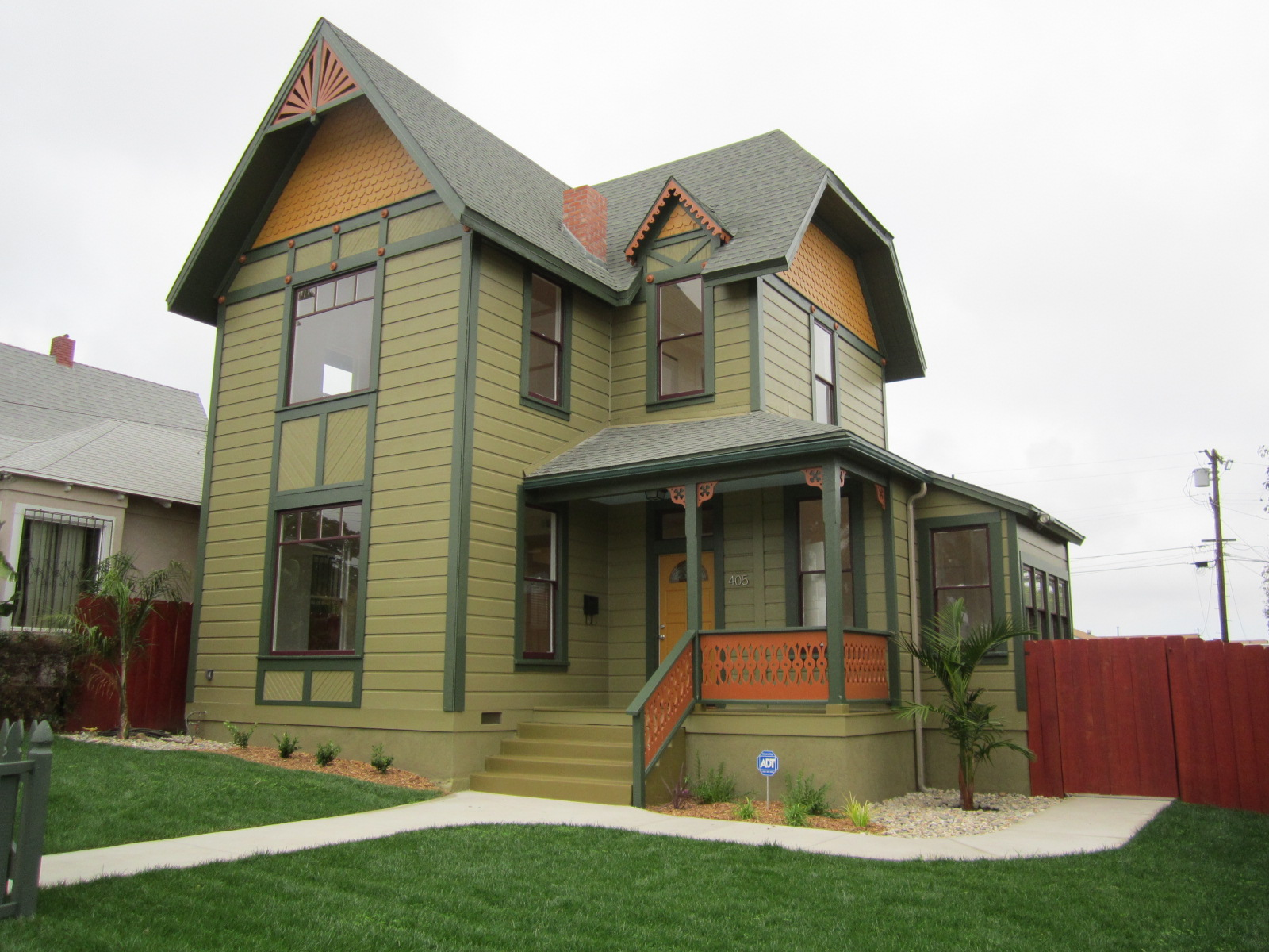 Grant hill park painted lady for Pictures of painted houses exteriors