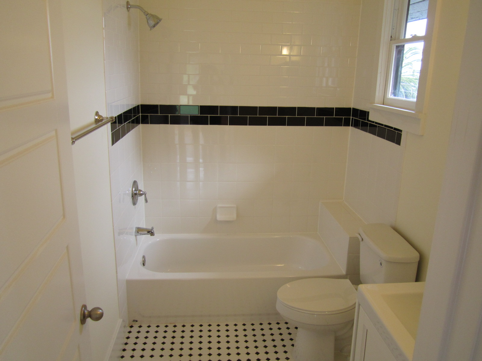 White ceramic bath tile :