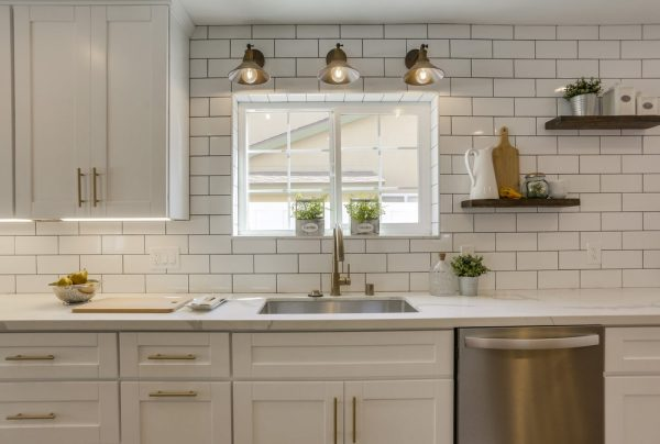 modern farmhouse style kitchen